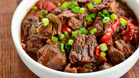 17 Slow-Cooker Beef Recipes That Anyone Can Make | StyleCaster