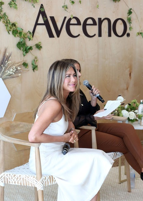 jennifer aniston aveeno 2 How Jennifer Aniston Uses Down Time To Conjure Don't Eff With Me Energy