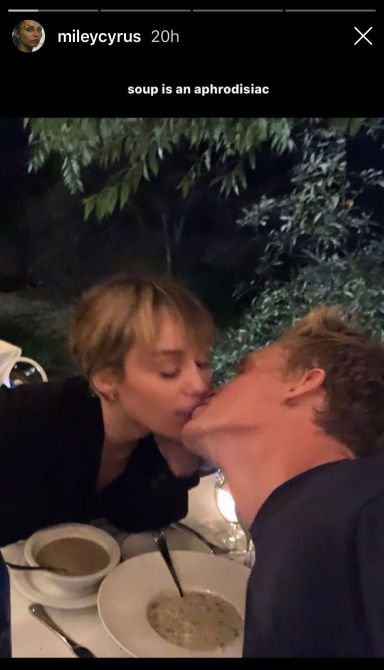 miley cyrus soup pda 1571160556 So...Were Super Convinced That Cody Simpsons New Song Is About Miley Cyrus