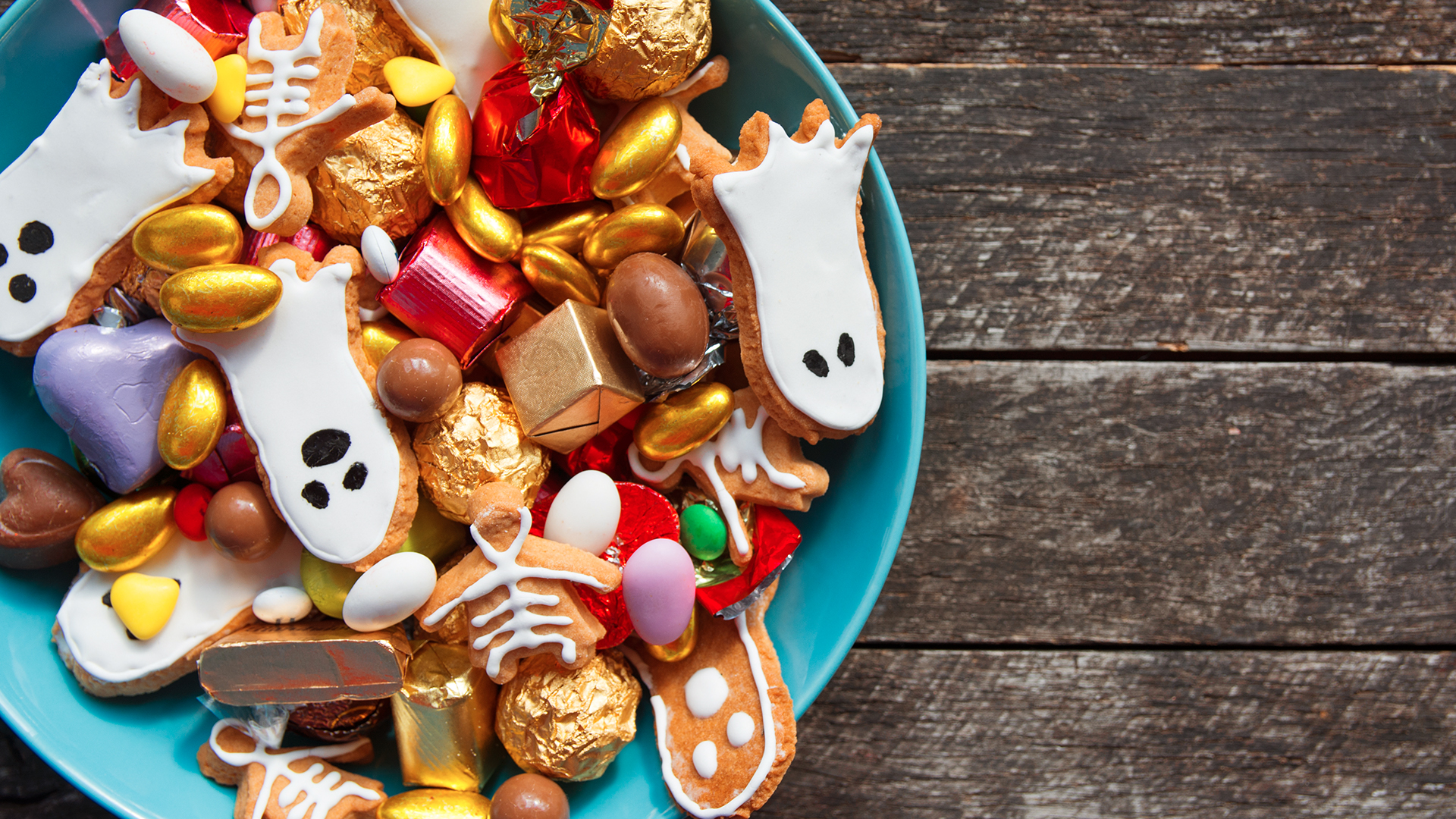 18 Nut-Free Halloween Candy To Give Out This Year