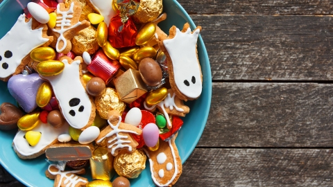 18 Nut-Free Halloween Candy To Give Out This Year | StyleCaster
