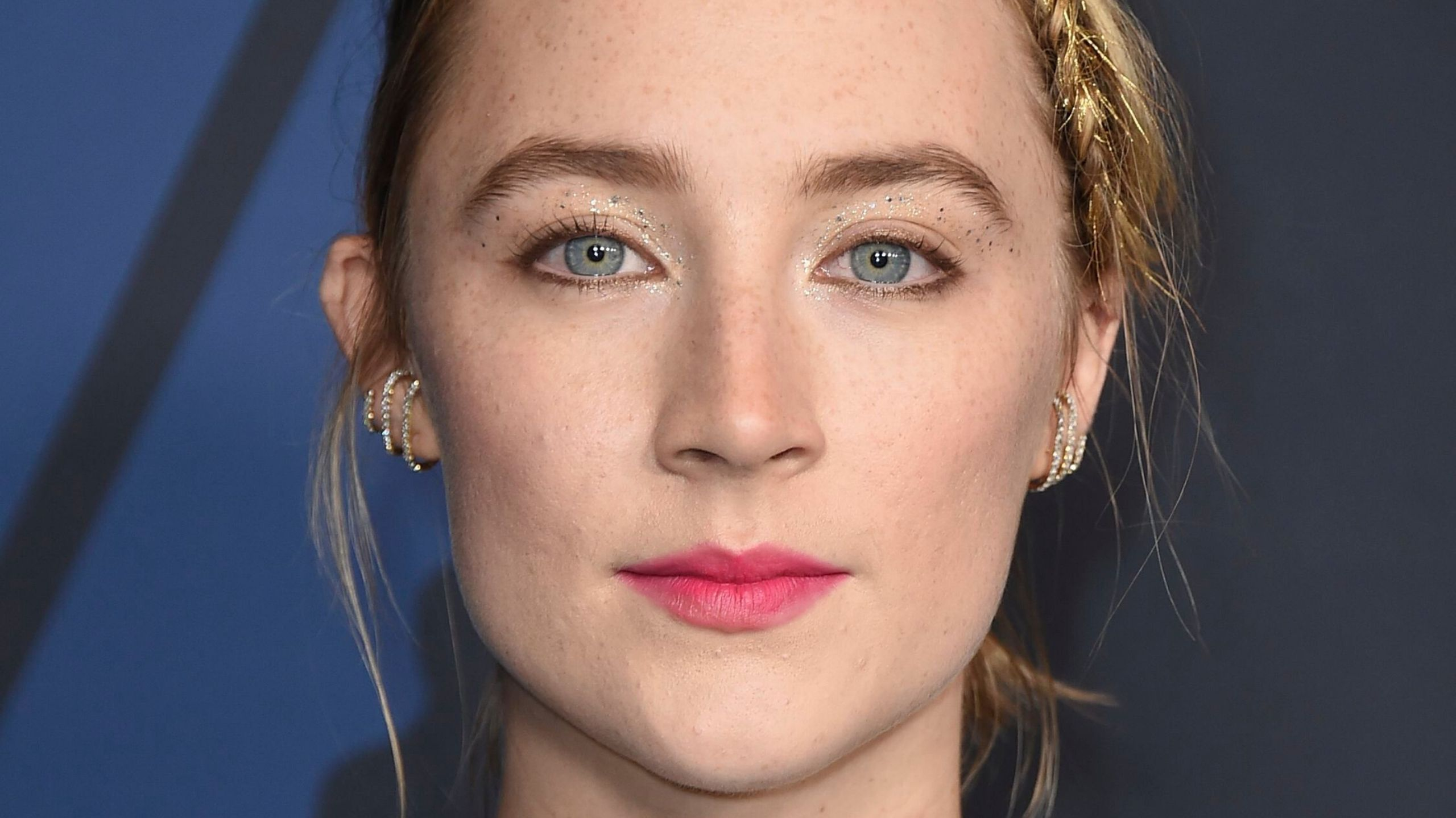 Saoirse Ronan Lit Up the Red Carpet With Tinsel In Her Hair