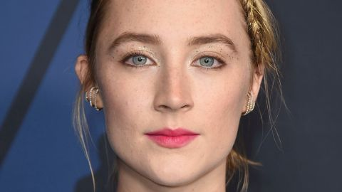 Saoirse Ronan Lit Up the Red Carpet With Tinsel In Her Hair | StyleCaster