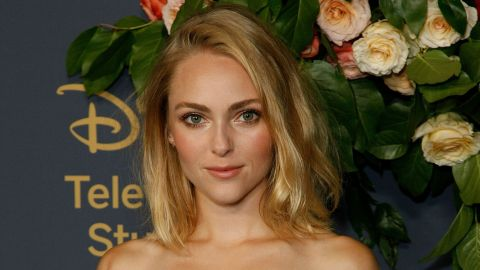 AnnaSophia Robb Just Chopped Her Hair Into a Pixie and It Looks Adorable | StyleCaster