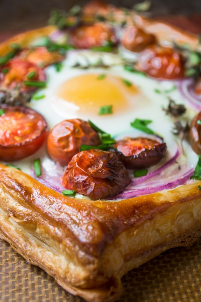 STYLECASTER | comfort food recipes | Baked Eggs in Puff Pastry with Tomato