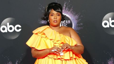 """Lizzo's """"Ice Bubble"""" Mani Paired Perfectly With Her AMAs Micro Bag 