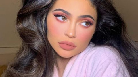 Kylie Jenner Showed Off Her Stretch Marks & Called Them A 'Gift From Stormi' | StyleCaster