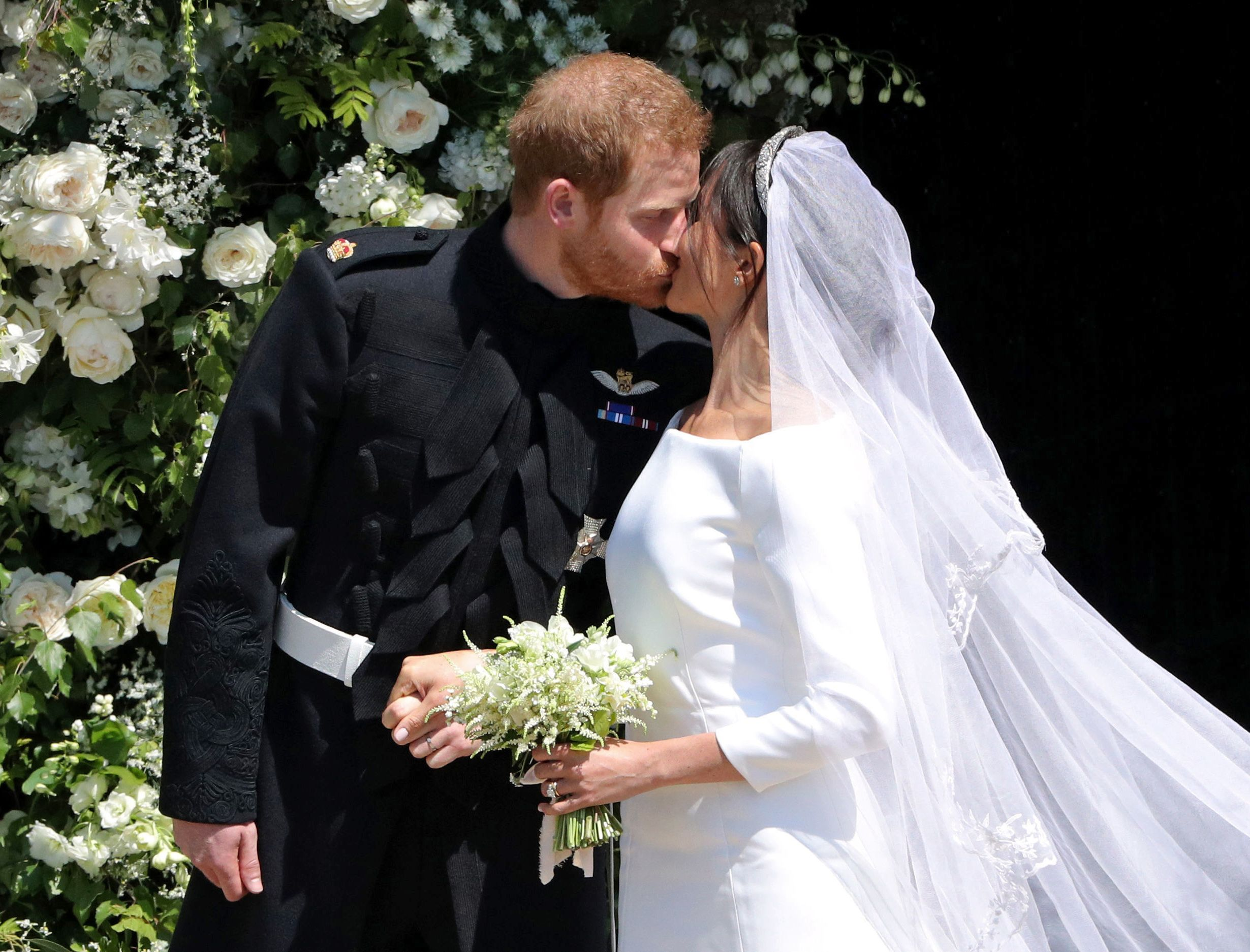 meghan markle prince harry had a no kissing rule during wedding stylecaster https stylecaster com meghan markle prince harry no kissing wedding