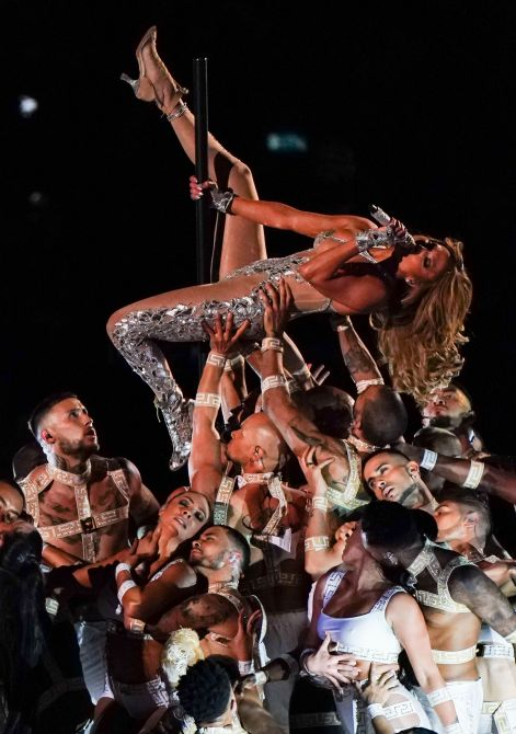 shutterstock editorial 10543431aw We Just Caught Secondhand Glow from JLo & Shakiras Halftime Show