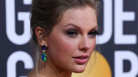Taylor Swift Looks Like a Walking Flower Garden at the Golden Globes | StyleCaster