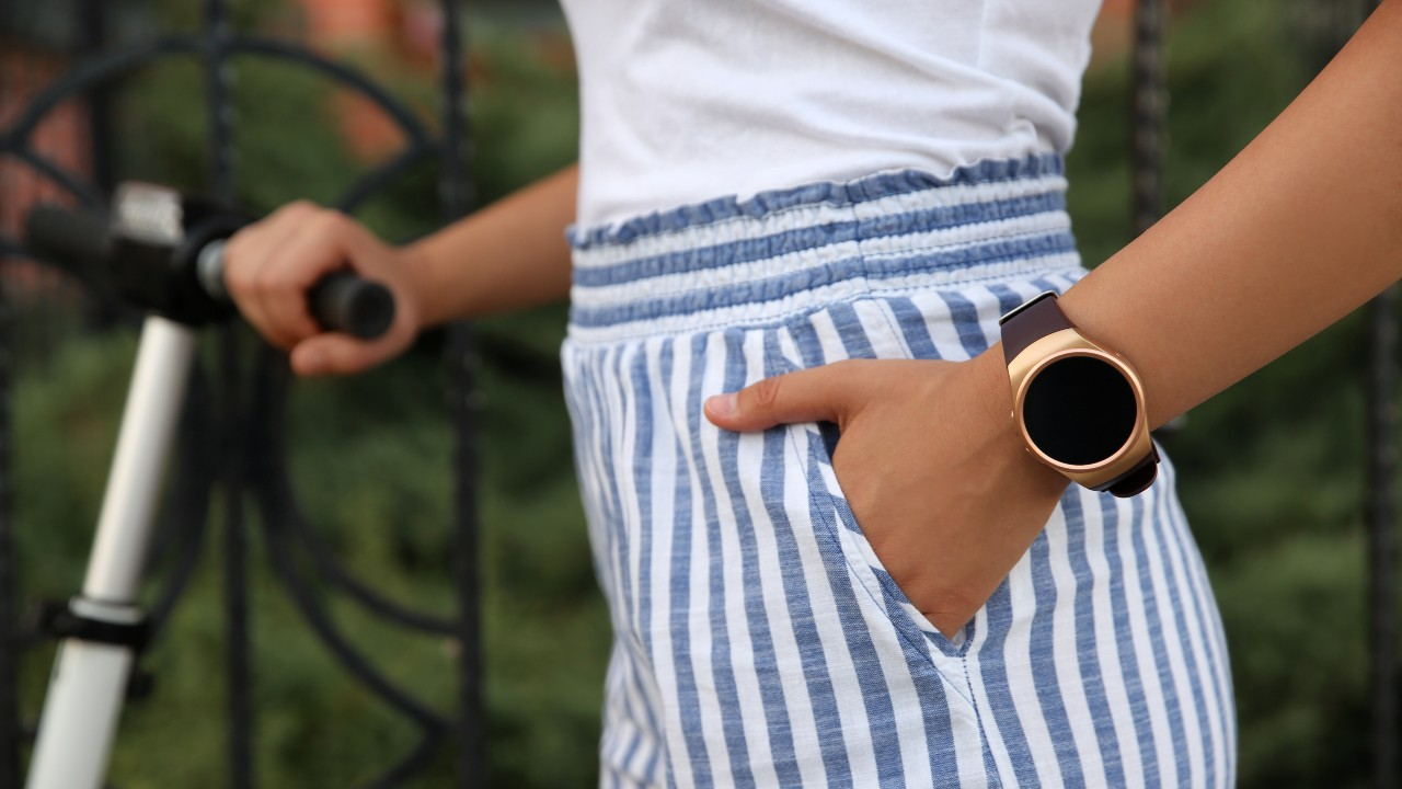 Stylish Smartwatches That Definitely Won't Ruin Your Cute Outfit