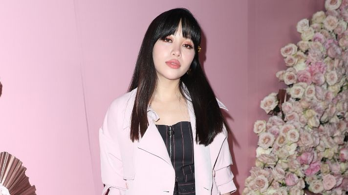 """Watch Michelle Phan Chop Her """"Insecurities and Dead Weight"""" Into to a Chic Bob"""