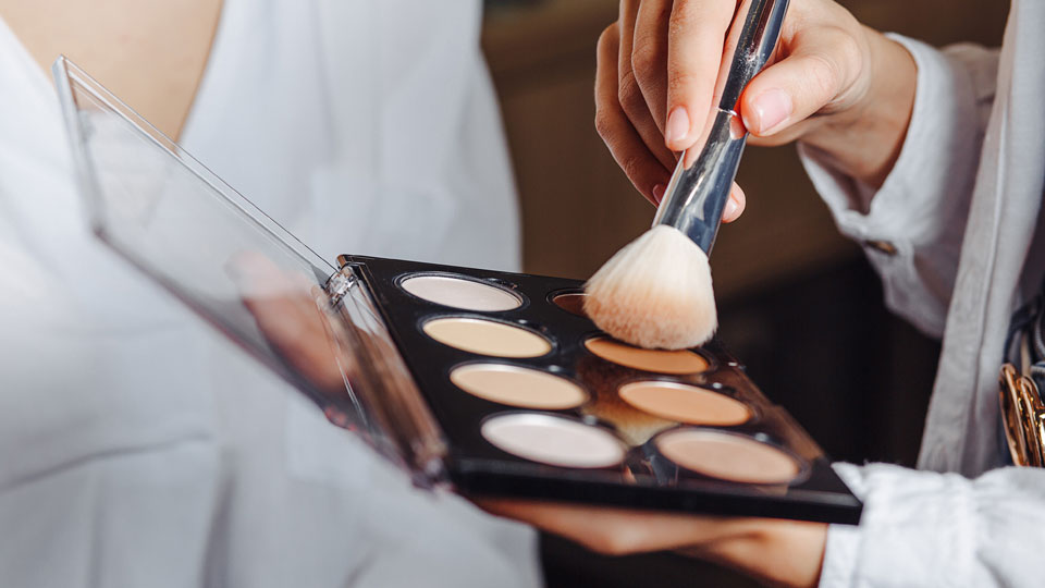 The Trick to Achieving a Sleek Contour is Using The Right Makeup Brush | StyleCaster