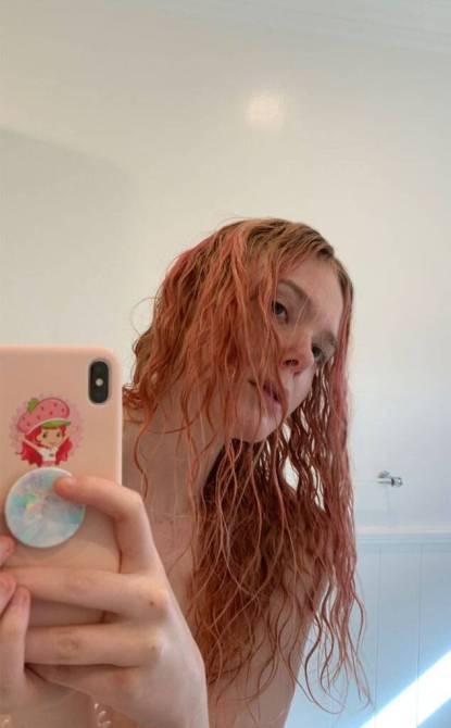 elle fanning pink hair