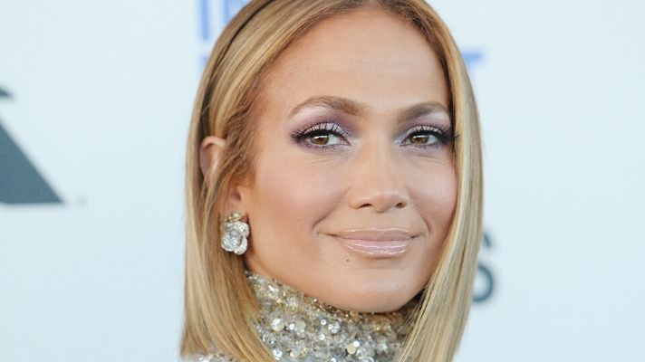 J.Lo's Lavender Eyeshadow and Nails Deserve Your Undivided Attention