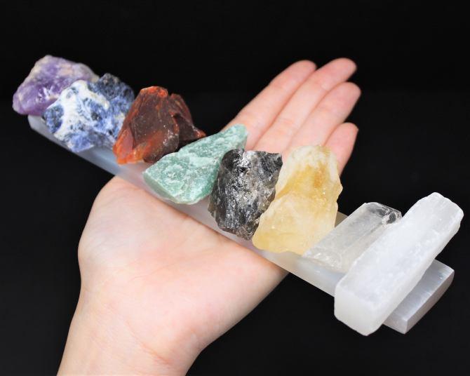 STYLECASTER |  I posti migliori per acquistare cristalli |  set di chakra di cristallo grezzo