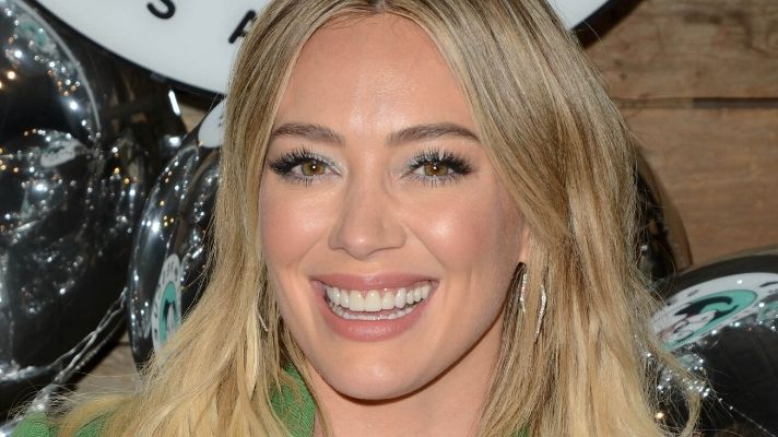 Hilary Duff Retired Her Liquid Shampoo for This Soap-Free Solid Bar