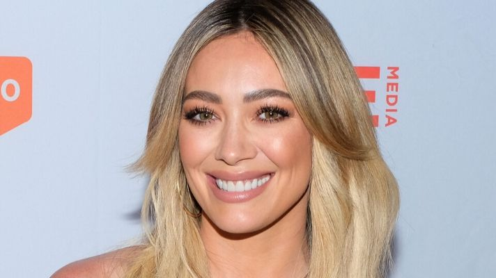Hilary Duff's New Blue Bob Is What Dreams We're Made Of