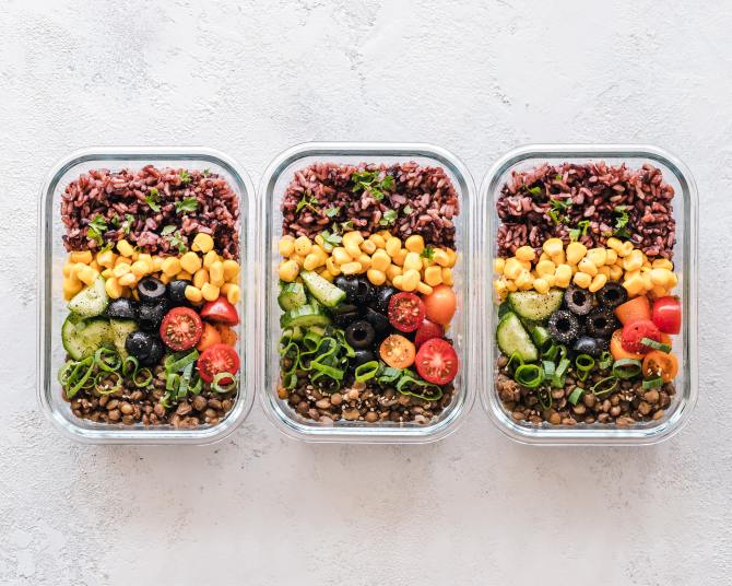 STYLECASTER | How to Meal Prep | storage containers with food