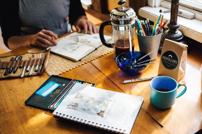 STYLECASTER |  Experiências Airbnb |  beber e desenhar