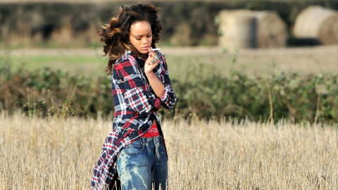 Just 22 Photos of Rihanna Smoking Weed in Honor of 420 | StyleCaster