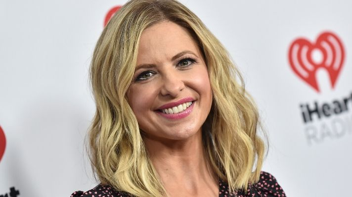 """Sarah Michelle Gellar's """"Quarancolor"""" Is the Prettiest Shade of Pink"""