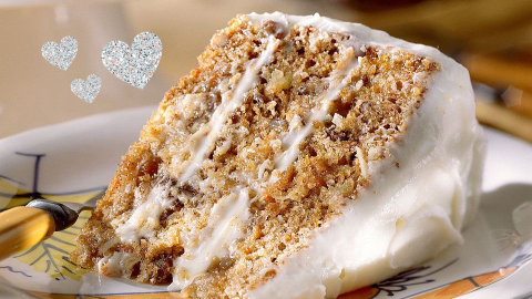 Chrissy Teigen Is Obsessed with This Carrot Cake Recipe, So It *Must* Be Incredible   StyleCaster