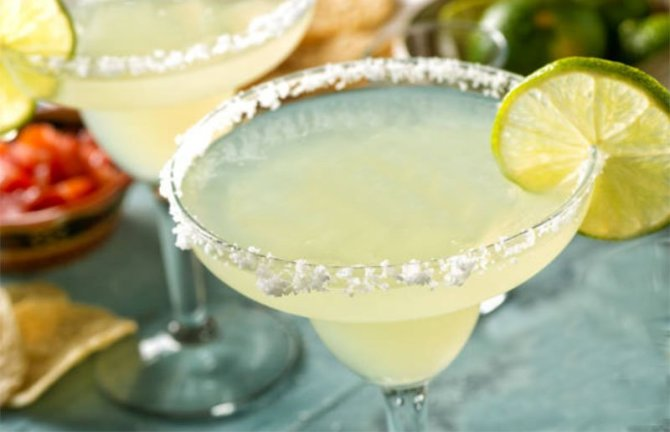 STYLECASTER | Cinco de Mayo Cocktail Ideas | best margarita for a crowd