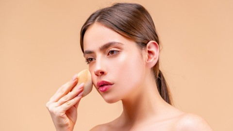Subtle Liquid Highlighters For a Barely-There Glow | StyleCaster
