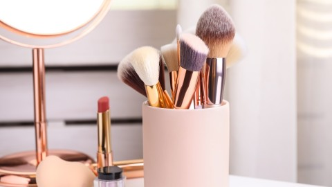 Makeup Brush Organizers to Help You Keep Your Vanity Clutter-Free   StyleCaster