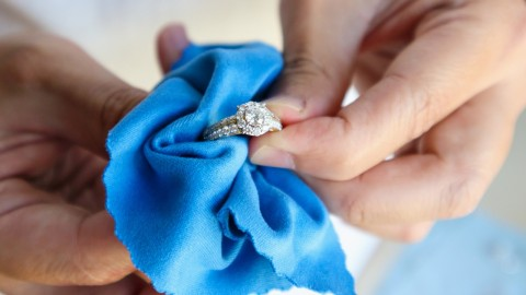 Oversized Premium Jewelry Cleaning Cloths That'll Restore Your Jewelry's Sparkle   StyleCaster