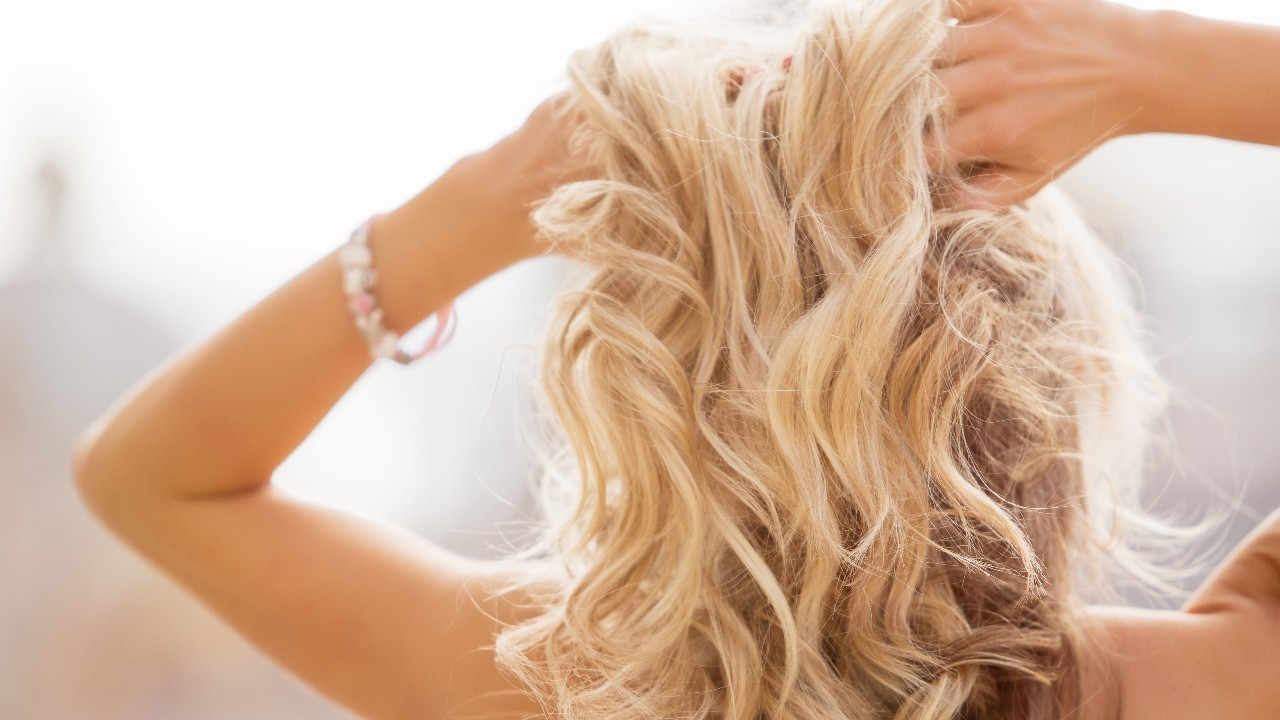 Blondes: You Need These Brightening Shampoos in Your Hair Care Lineup