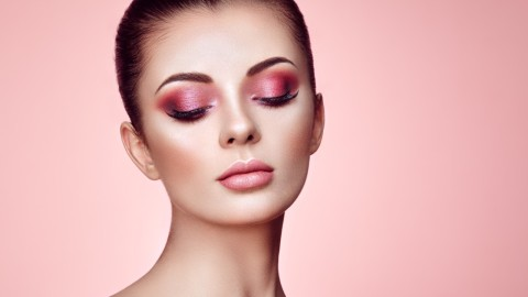Amazing Red Eyeshadow Palettes to Help You Pull Off This Tricky Makeup Look | StyleCaster