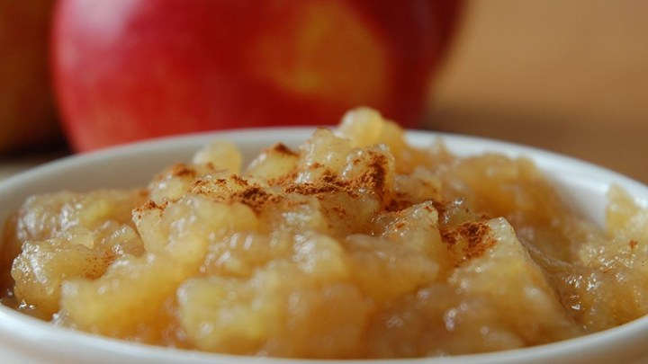 STYLECASTER | gluten-free slow cooker recipes | chunky ginger apple sauce