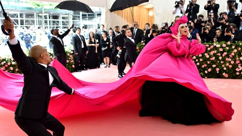 10 Ways To Get Invited To The Met Gala (Next Year) | StyleCaster