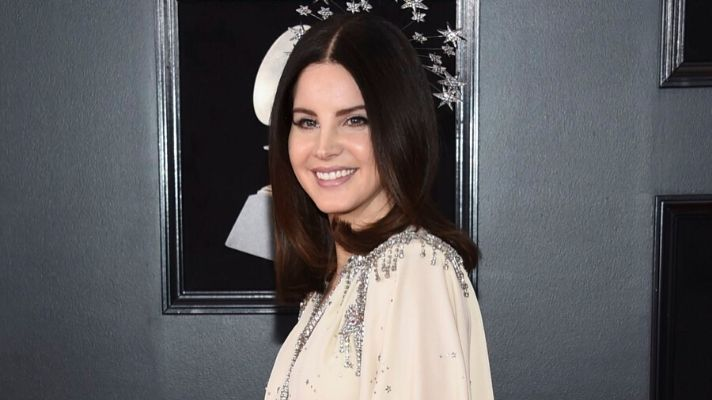 Lana Del Rey Says She Used Lemons to Lighten Her Roots and We're Shook