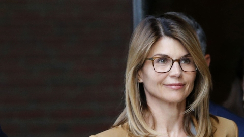 Lori Loughlin's Huge Net Worth Made Funding Her College Admissions Scandal Easy | StyleCaster