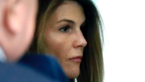 Lori Loughlin Wants to Serve Her Prison Sentence at a Different Time Than Her Husband | StyleCaster