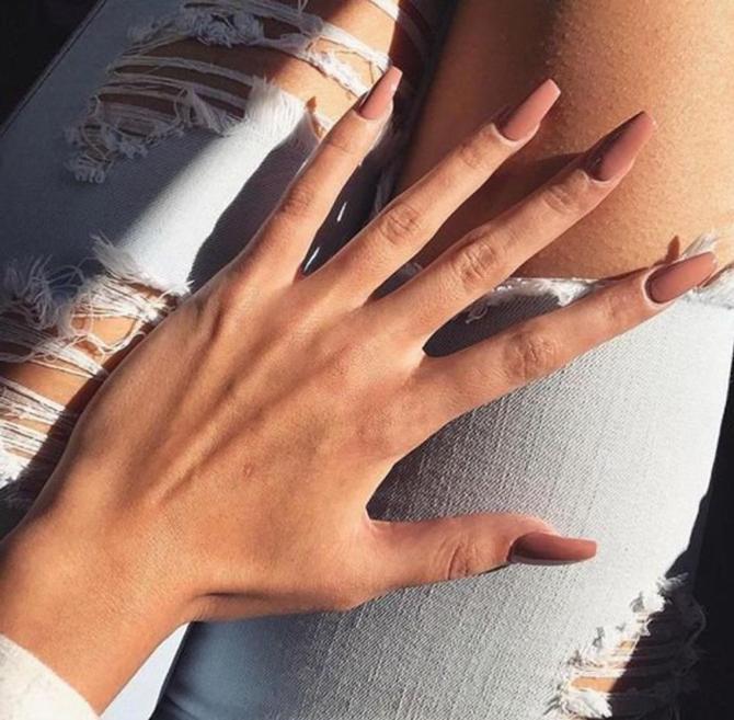 i nudi premono o incollano sulle unghie 10 Sleek Press On Nails per quando vuoi un mani espresso