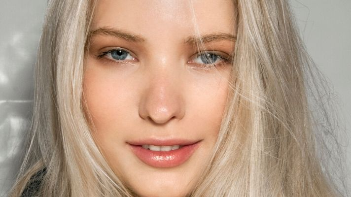 DIY Bleaching Products to Go Lighter At Home Without Damaging Your Hair