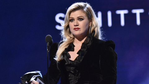 Kelly Clarkson Opened Up About Her 'Daily' Struggle With Depression Amid Her Divorce | StyleCaster