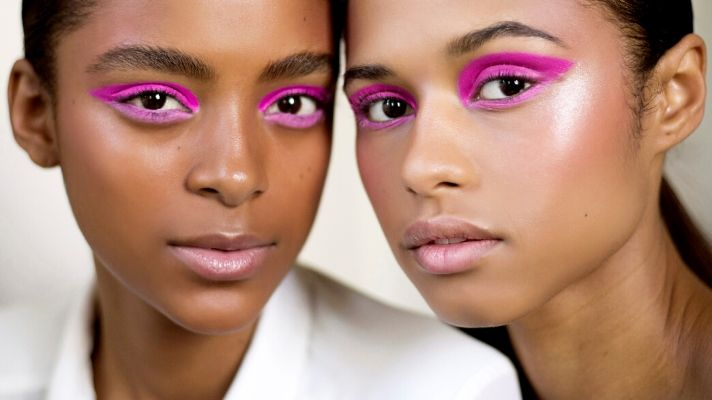 Here's How to Hop on the Pink Eyeliner Trend