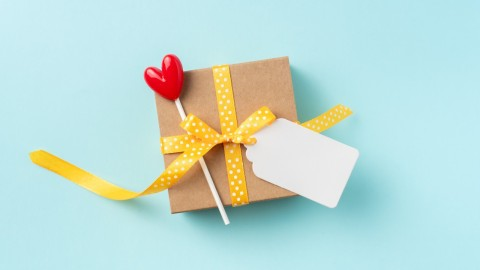 Blank Gift Tags That'll Help You Personalize Your Present | StyleCaster