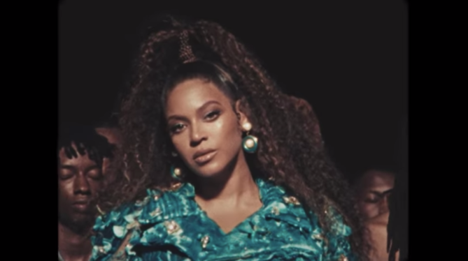 beyonce crimped pony