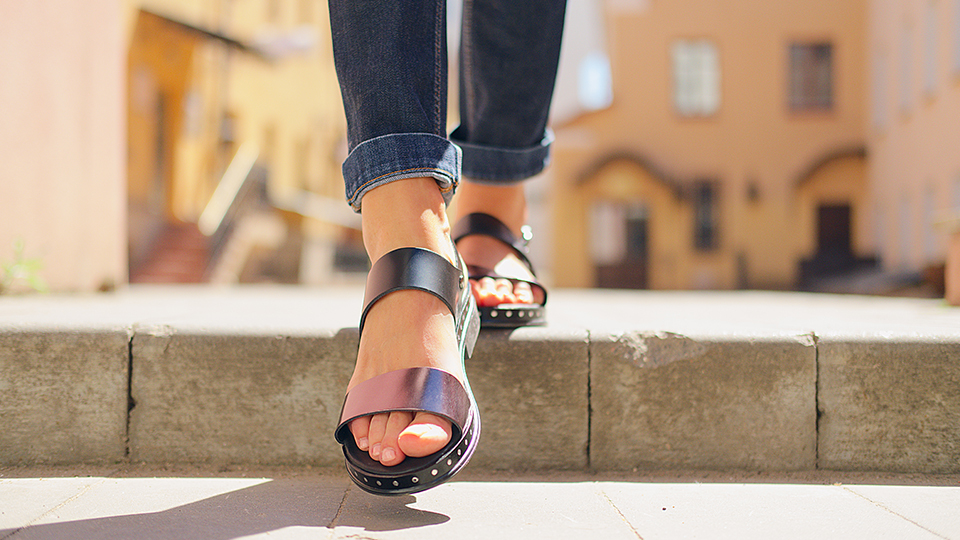 The 15 Best Walking Sandals For Women, From Errands To Date Night