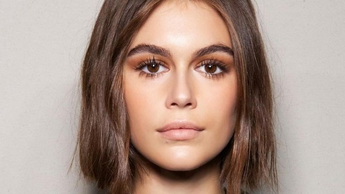 Watch Kaia Gerber Dye Her Hair Pink Over FaceTime