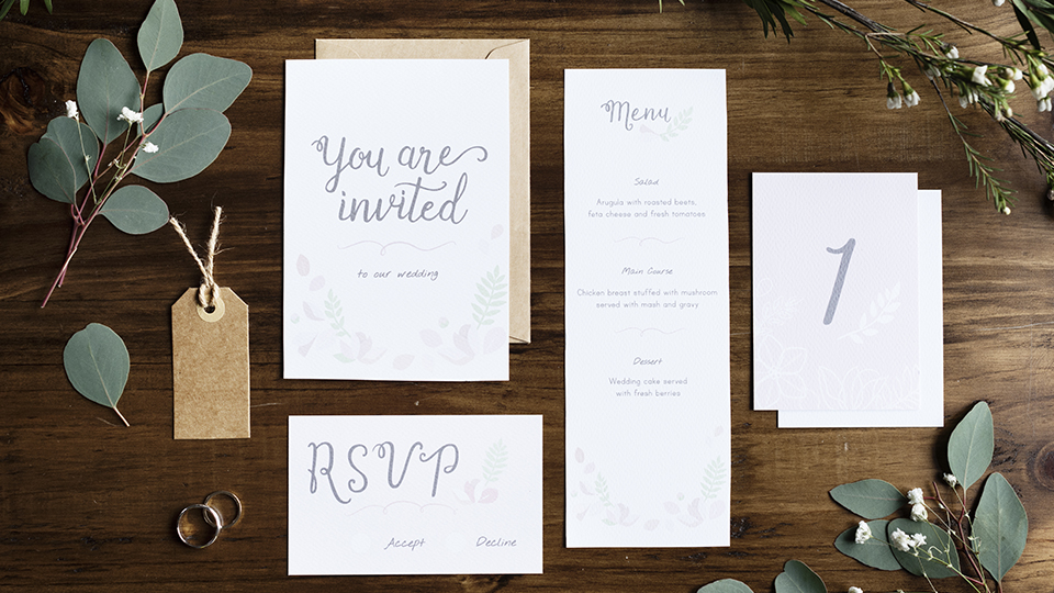 15 Minimalist Wedding Invitations That Look Modern & Elegant