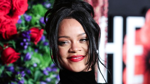 I Didn't Know It Was Possible To Look Hot While Taking Out The Trash, But Rihanna Does | StyleCaster