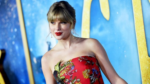 'Friends' Fans Think Taylor Swift's 'Betty' Is Inspired by a Phoebe Buffay Song | StyleCaster