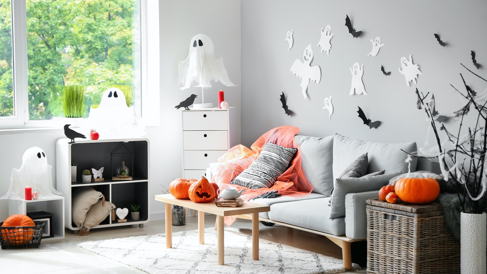 Just Some Boo-tiful Halloween Decor To Get You In The Spooky Spirit
